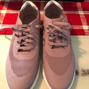 Brand new Women's Vionic Sneakers